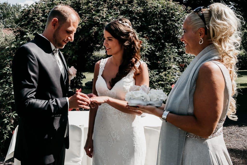 Das Eheversprechen und der Ringtausch bei einer heirat